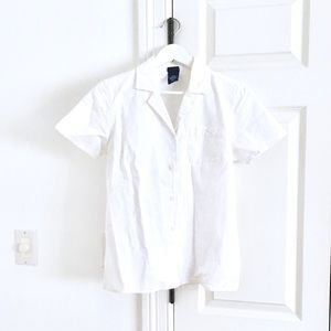 🆕 Basic white button-up shirt